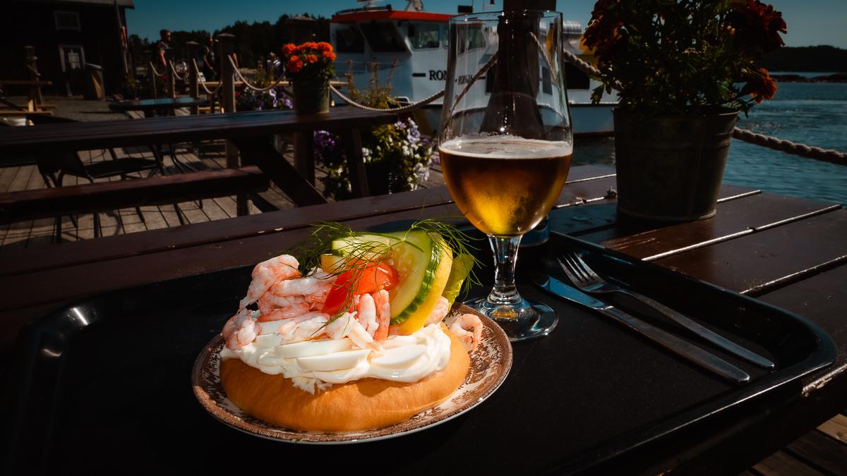 Öl och räksmörgås i Bönhamn